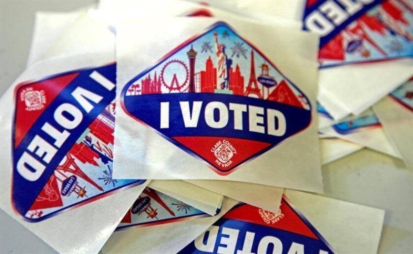 """Vista de las pegatinas en las que se lee """"yo voté"""" y que son entregadas a los votantes durante las elecciones de mitad de periodo, en Las Vegas, Nevada (EE.UU.). EFE"""