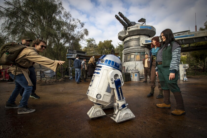 R2-D2 and Disneyland employees at the theme park in January 2020