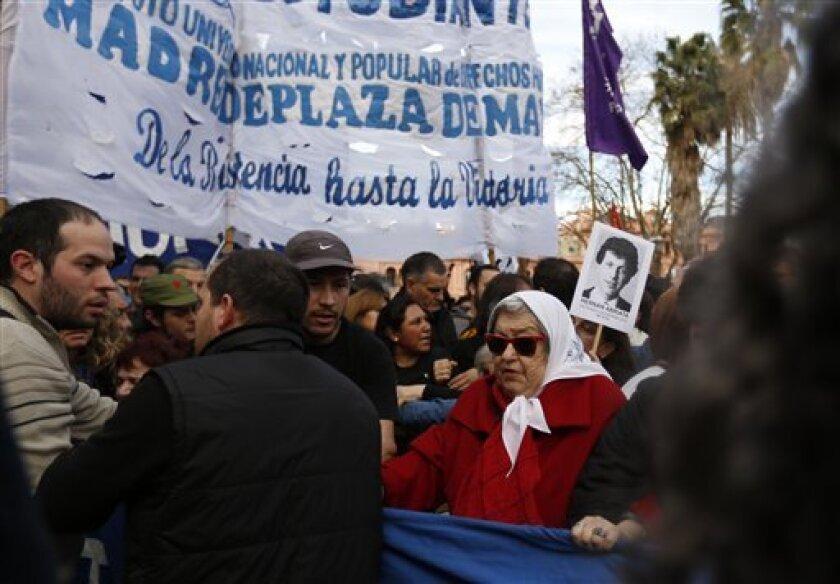 Las Madres de Plaza de Mayoestuvieron en el centro de la polémica de la 'guerra sucia' en Argentina, periodo que fue desclasificado por la CIA.
