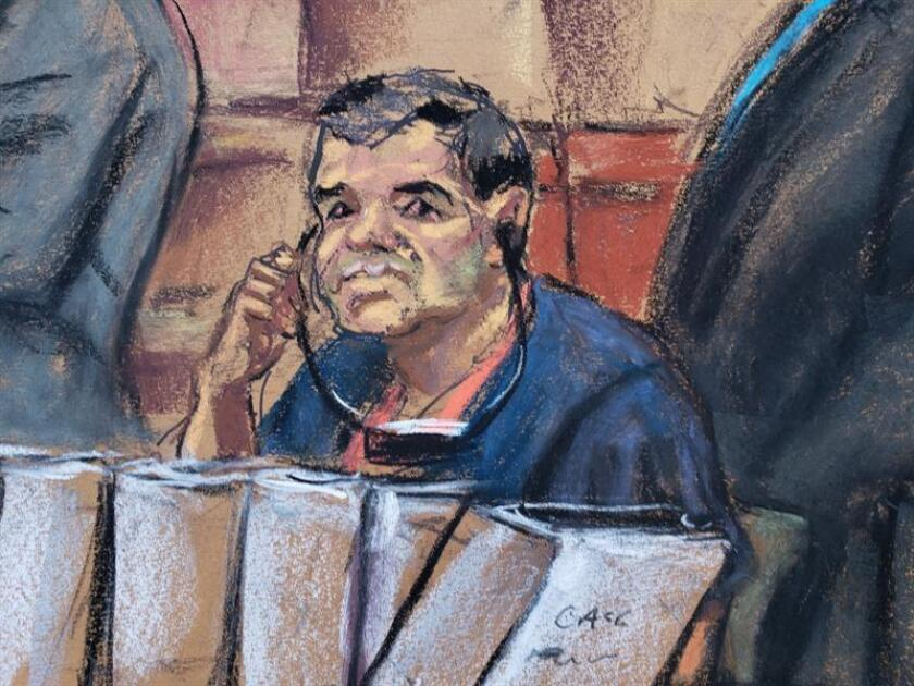 """Reproducción fotográfica de un dibujo realizado por la artista Jane Rosenberg donde aparece el narcotraficante mexicano Joaquín """"El Chapo"""" Guzmán durante su comparecencia, ante un juez de la corte del distrito sur en Brooklyn, Nueva York (EE.UU.). EFE"""