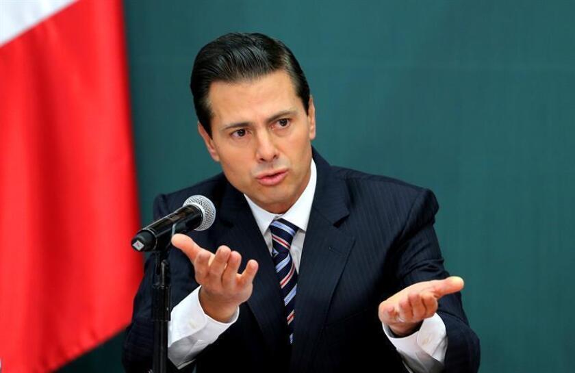 La Casa Blanca afirmó hoy que buscará programar otra reunión entre el presidente, Donald Trump, y su homólogo mexicano, Enrique Peña Nieto, quien anunció la cancelación de su visita a Washington del próximo martes. EFE/ARCHIVO