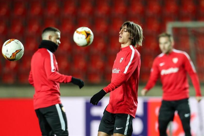 El delantero español del Sevilla Bryan Gil Salvatierra participa en un entrenamiento. EFE/Archivo