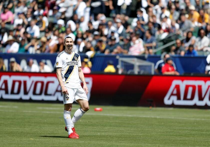 Los Angeles Galaxy Zlatan Ibrahimovic of Sweden (L) in action in the second half of play against Los Angeles Football Club at StubHub Center in Carson, California, USA 31 March 2018. Ibrahimovic scored two goals including the game-winner in his Los Angeles Galaxy debut. EFE