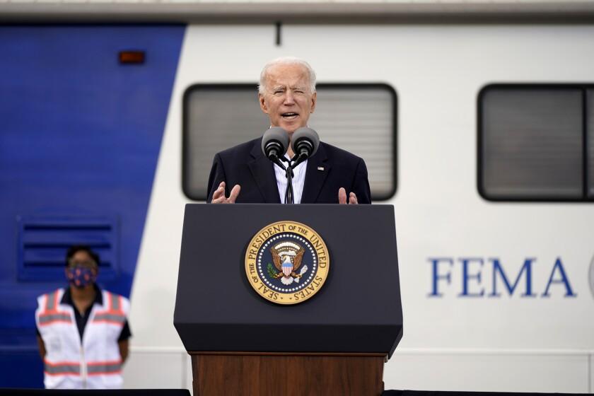 El presidente Joe Biden habla durante un evento en el estadio NRG, en Houston.