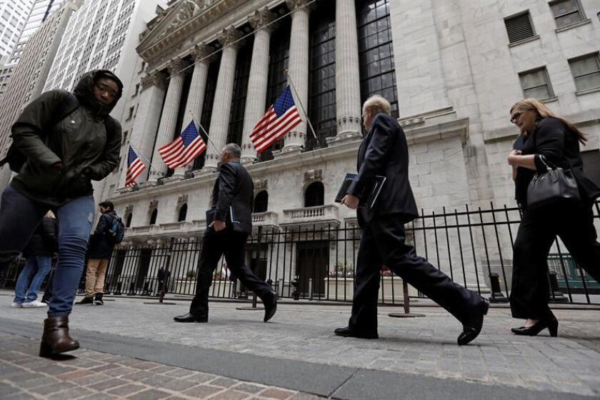Las peticiones de subsidio por desempleo en Estados Unidos bajaron la pasada semana en 2.000 y se situaron en 212.000, manteniéndose en niveles mínimos desde hace 50 años, informó hoy el Departamento de Trabajo. EFE/Archivo