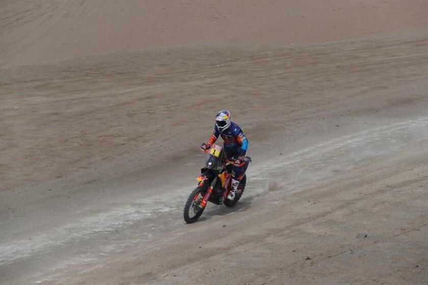 El austríaco Matthias Walkner conduce su motocicleta KTM hoy durante la segunda etapa del Rally Dakar 2019 entre Pisco y San Juan de Marcona (Perú). EFE