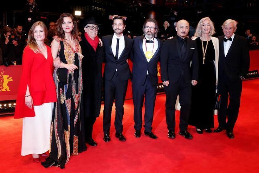 Los miembros del jurado llegan a la clausura de la ceremonia de la 67 edición de los premios anuales del Festival de Cine en Berlín, Alemania, hoy 18 de febrero de 2017.EFE