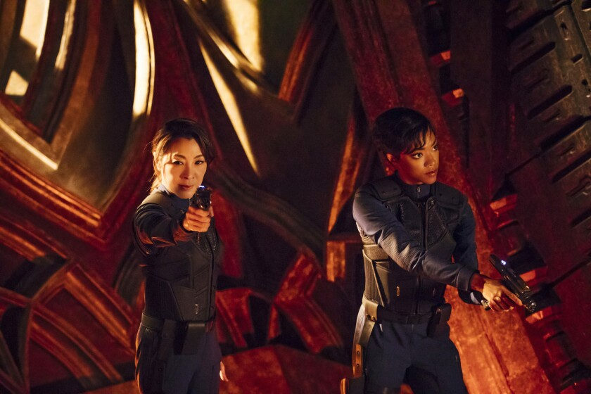 """Michelle Yeoh and Sonequa Martin-Green in """"Star Trek: Discovery"""""""