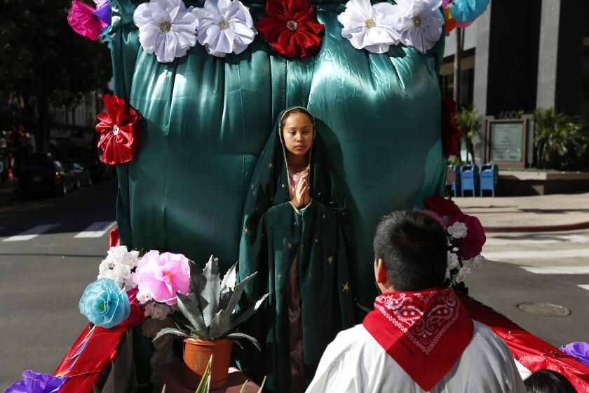 Adriana Díaz de la Iglesia Católica del Inmaculado Corazón de María en Ramona representa a Guadalupe