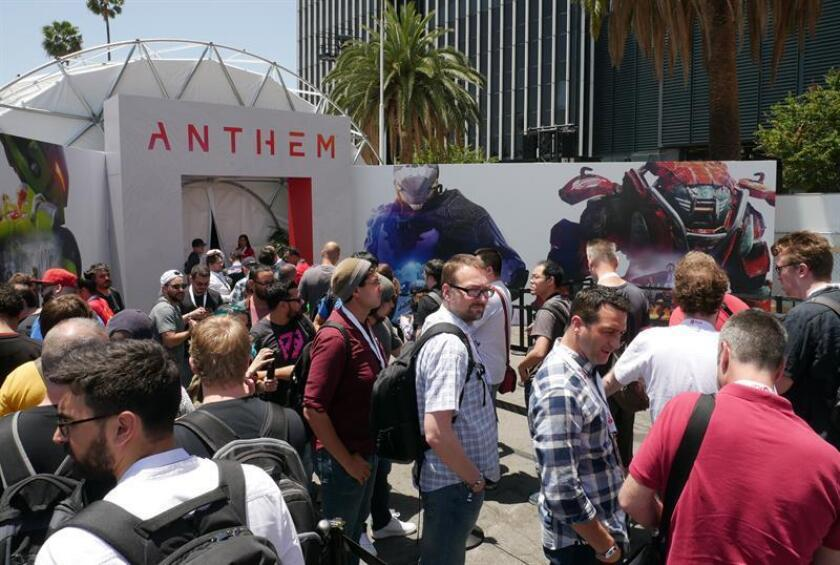 Attendees line up to play Anthem at the Electronic Arts press conference at the Hollywood Palladium in Hollywood, California, USA. EFE/EPA/Archivo