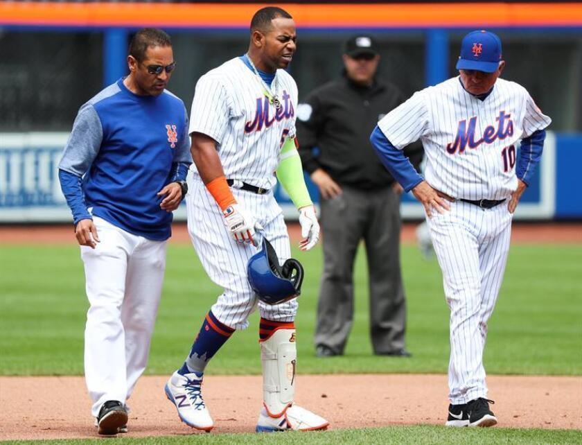 En la imagen, el jugador Yoenis Cespedes (c) de los Mets de Nueva York. EFE/Archivo