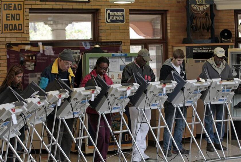 El Departamento de Justicia anunció hoy que ha puesto en marcha una serie de dispositivos para preservar el derecho a voto, especialmente el de las minorías, y evitar que se cometa fraude en los comicios legislativos de este martes. EFE/Archivo