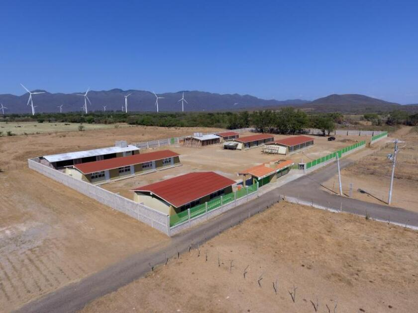 Municipios de bajos recursos de México resurgen en torno a parques eólicos
