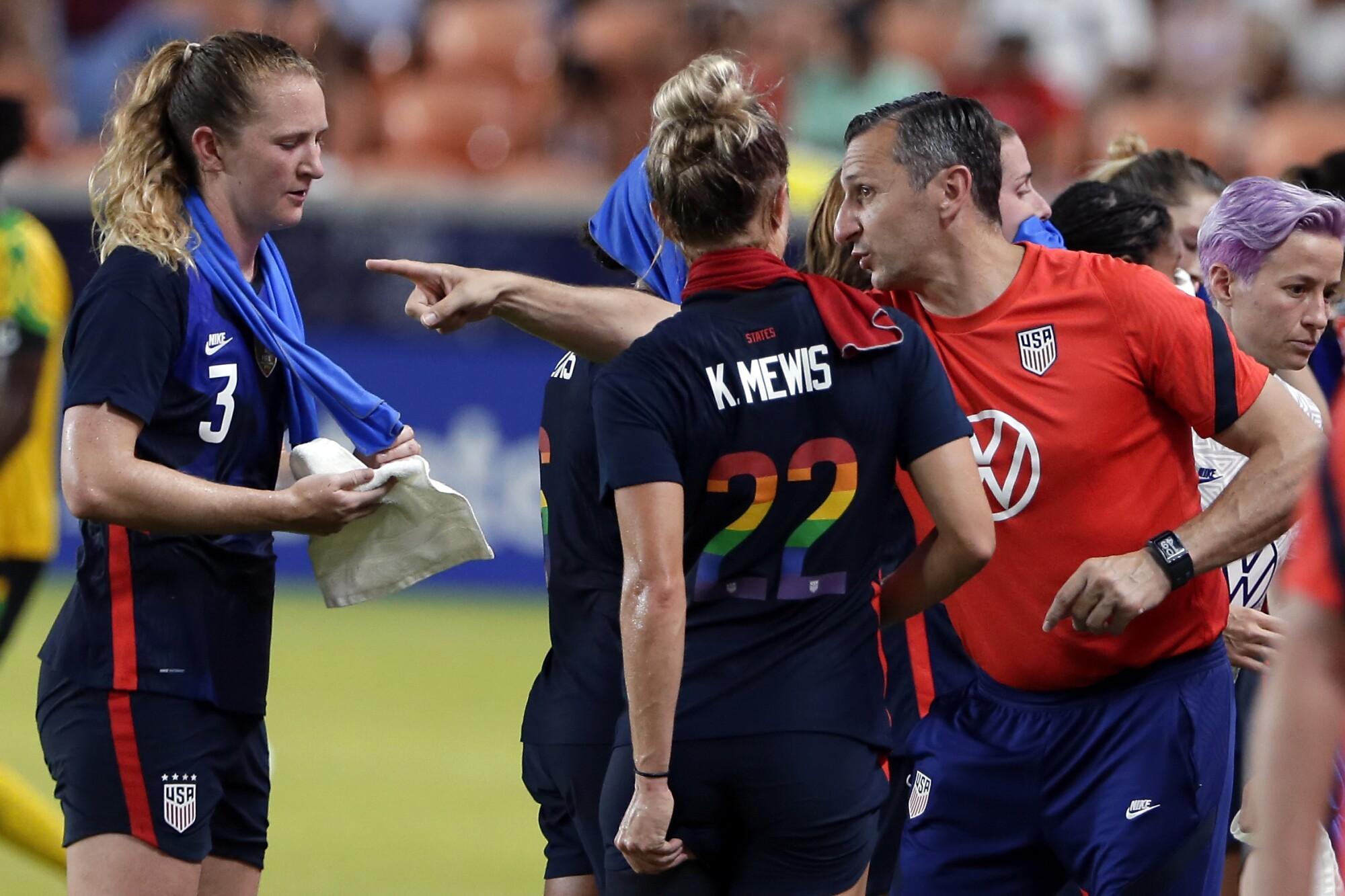 U.S. coach Vlatko Andonovski talks with players Samantha Mewis and Kristie Mewis.