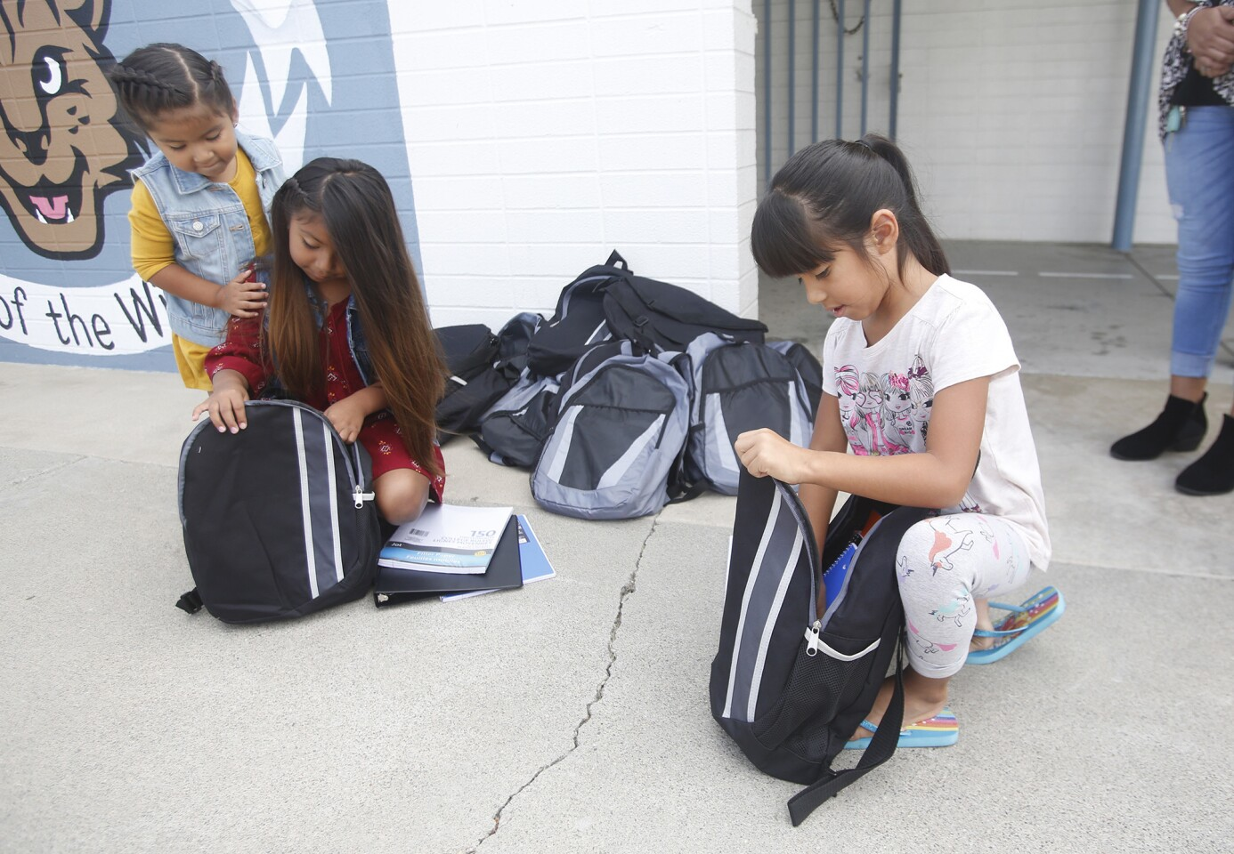 tn-college-view-elementary-backpack-give-away-003
