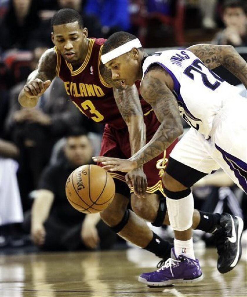 Cleveland Cavaliers forward Alonzo Gee, left, and Sacramento Kings guard Isaiah Thomas scramble after the ball during the first quarter of an NBA basketball game in Sacramento, Calif., Monday, Jan. 14, 2013. (AP Photo/Rich Pedroncelli)