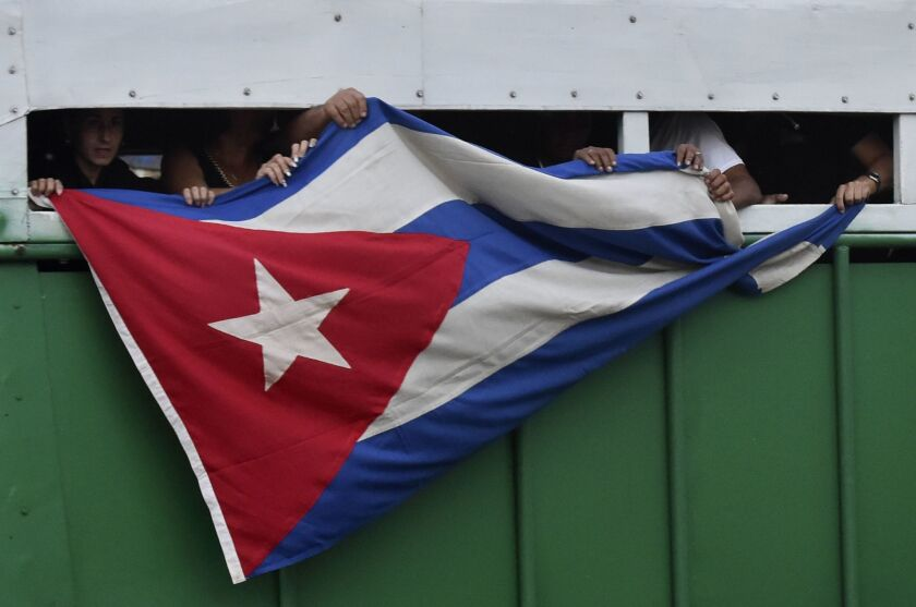 Obama scraps policy granting residency to Cubans arriving without visas