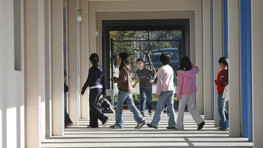 Glendale school board to plan for districts