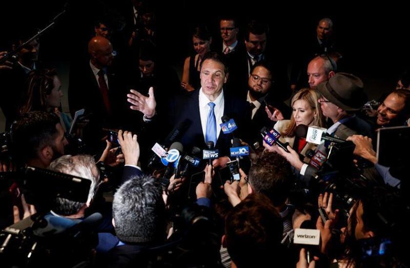 El gobernador de Nueva York Andrew Cuomo (c) habla con la prensa. EFE/Archivo