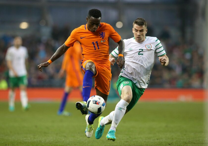 Netherlands' Quincy Promes, left, and Republic of Ireland's Seamus Coleman in action during the international friendly at the Aviva Stadium, Dublin, Ireland, Friday May 27, 2016. (Brian Lawless/PA via AP)  UNITED KINGDOM OUT