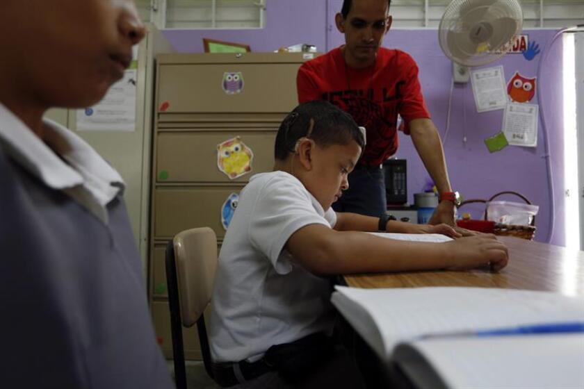 El senador independentista Juan Dalmau informó hoy que sometió la Resolución del Senado 903 para investigar y documentar, entre otros aspectos, si los estudiantes de Educación Especial que fueron trasladados tras el cierre de las escuelas han sido ubicados en centros educativos preparados. EFE/Archivo