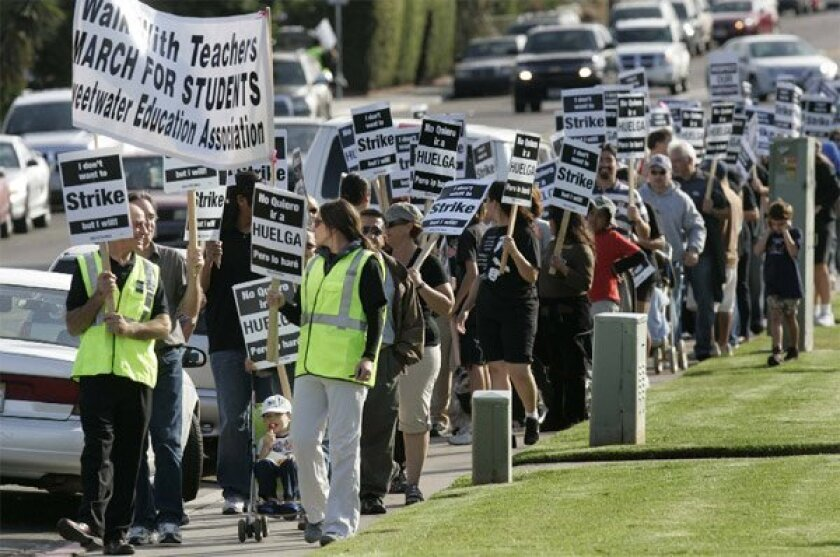 About 400 teachers, students and supporters picketed Sweetwater Union High School District headquarters yesterday, hoping to motivate  officials to break an impasse in labor negotiations between the Sweetwater Education Association and the district.  (John Gibbins / Union-Tribune)