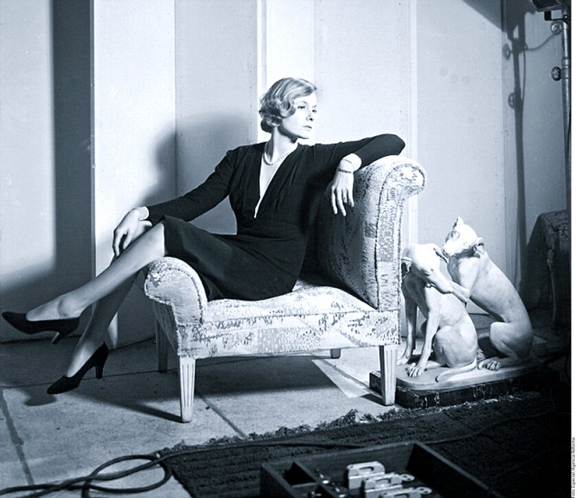 El libro The Mistress of Mayfair, narra la vida de la socialité de mediados del siglo pasado, Doris Delevingne, tía abuela de la actriz y modelo Cara Delevingne.