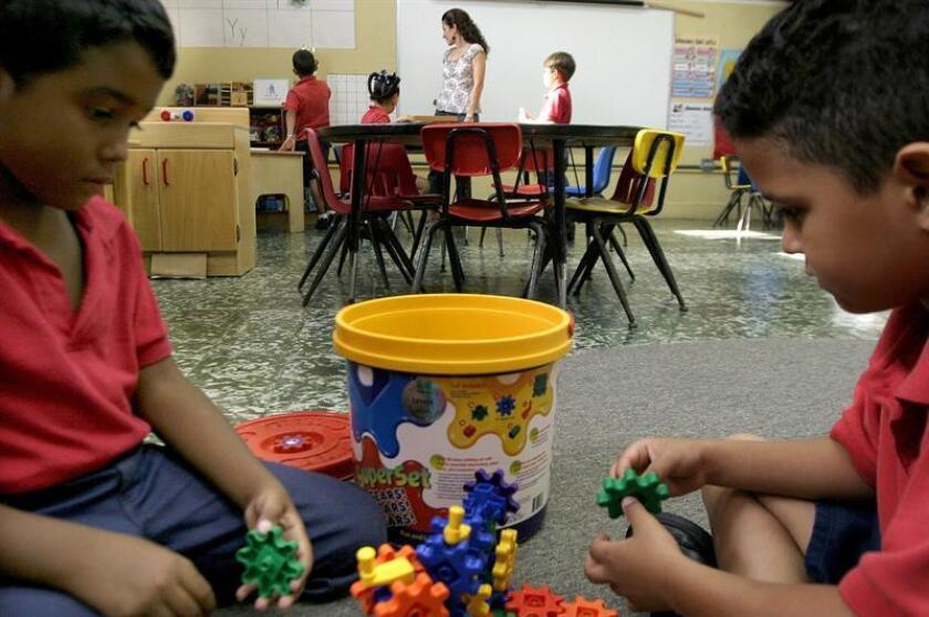 Niños juegan en un salón de clases en San Juan (Puerto Rico). EFE/Archivo