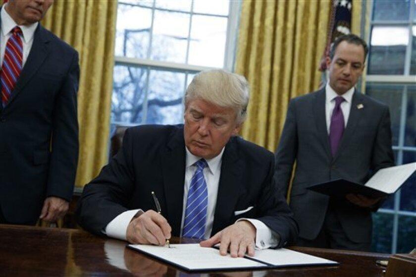 Organizaciones en defensa del medio ambiente advirtieron que harán todo lo posible para impedir la construcción de los oleoductos Keystone XL y Dakota Access, aprobada este martes por el Presidente de Estados Unidos, Donald Trump.