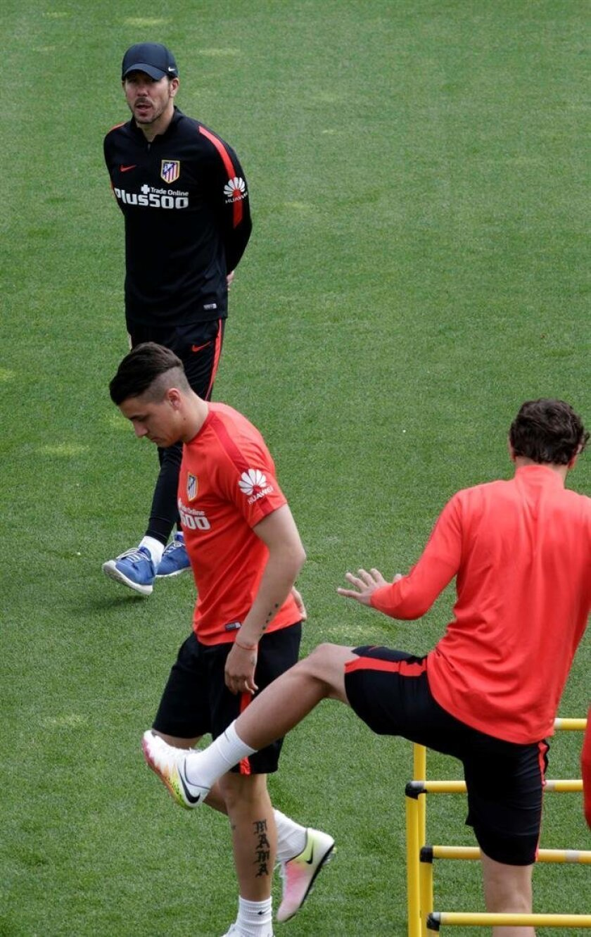 Atletico Madrid back in training, Oblak works out alone