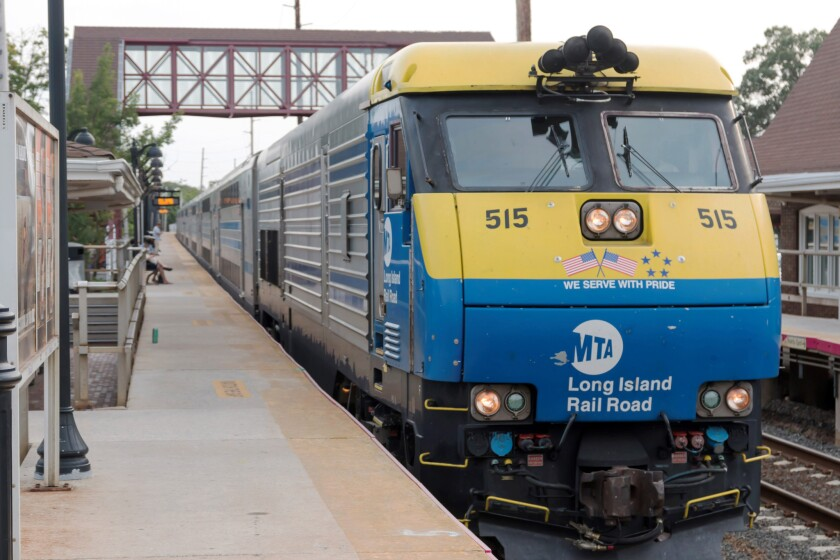 An average LIRR train has 233 empty seats the morning rush hour and 282 empty seats in evening peak service, City Controller Scott Stringer says.