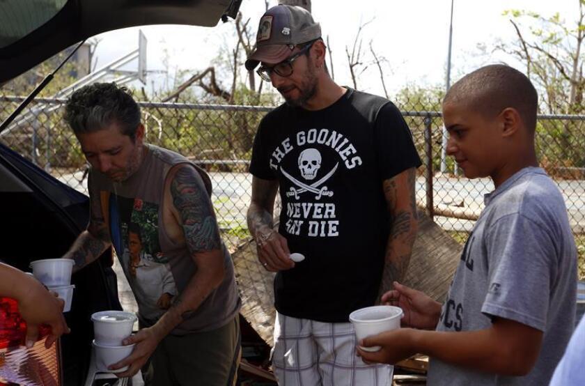 El puertorriqueño Rafael Rodríguez, un especialista en administrar restaurantes y bares, prevé levantar espacios en la isla con el objetivo de repartir gratuitamente 2.000 platos de comida caliente diarios a damnificados del huracán María y crear empleos ante el cierre de negocios. EFE/ARCHIVO