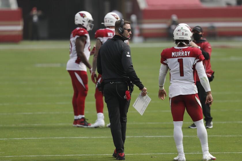 Cardinals head coach Kliff Kingsbury talks with quarterback Kyler Murray (1).
