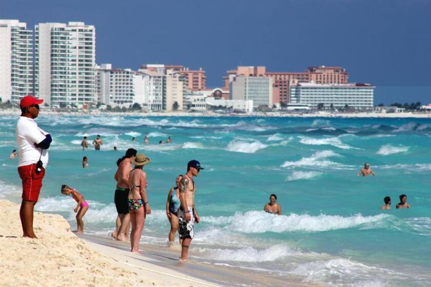 Más de 76.000 turistas han disfrutado del balneario mexicano de Cancún, en el suroriental estado de Quintana Roo, en una primera semana de las vacaciones de diciembre en la que la ocupación hotelera de ese polo turístico fue del 82 %. EFE/ARCHIVO