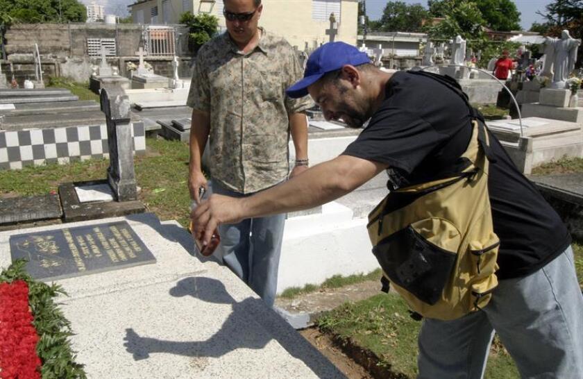 """El Municipio de Arecibo aclaró hoy que """"lejos de querer exhumar cadáveres de los cementerios municipales, su interés es lograr un registro completo y oficial sobre los propietarios de los espacios"""". EFE/ARCHIVO"""