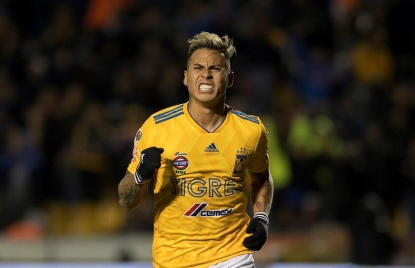 Eduardo Vargas de Tigres festeja una anotación ante Querétaro durante un partido correspondiente a la jornada 11 del Torneo Clausura 2019 celebrado este sábado en el estadio Universitario de Monterrey (México). EFE