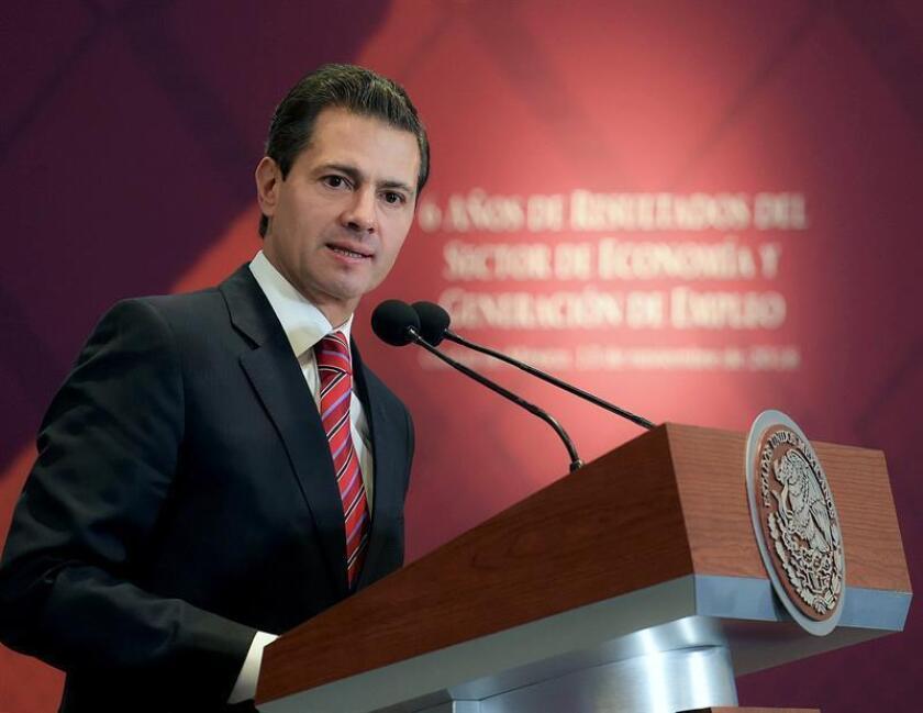 Fotografía cedida hoy, martes 13 de noviembre de 2018, por la Presidencia de México que muestra al presidente, Enrique Peña Nieto, mientras habla en un acto protocolario, en Ciudad de México (México). EFE/Cortesía Presidencia de México/SOLO USO EDITORIAL