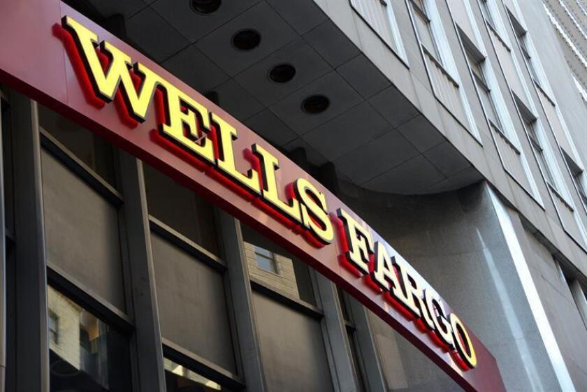 El grupo bancario Wells Fargo sufría hoy un importante descalabro en Wall Street, con una caída superior al 7 %, a raíz de las medidas anunciadas el viernes por la Reserva Federal (Fed). EFE/EPA/Archivo