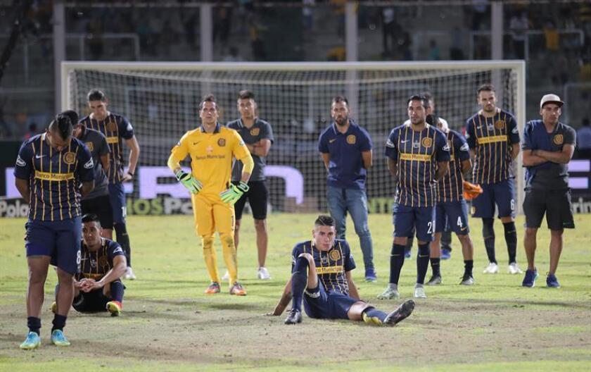 En la imagen, un registro de otra actuación de los jugadores de Rosario Central. EFE/Archivo