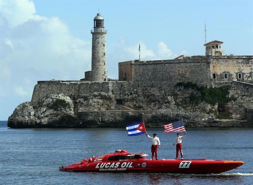 El Gobierno cambió hoy su sistema de alertas de viaje y retiró la recomendación de no ir a Cuba emitida el pasado septiembre tras la salida de su personal no esencial de la embajada por los supuestos ataques que sufrieron 24 de sus ciudadanos en la isla. EFE/ARCHIVO