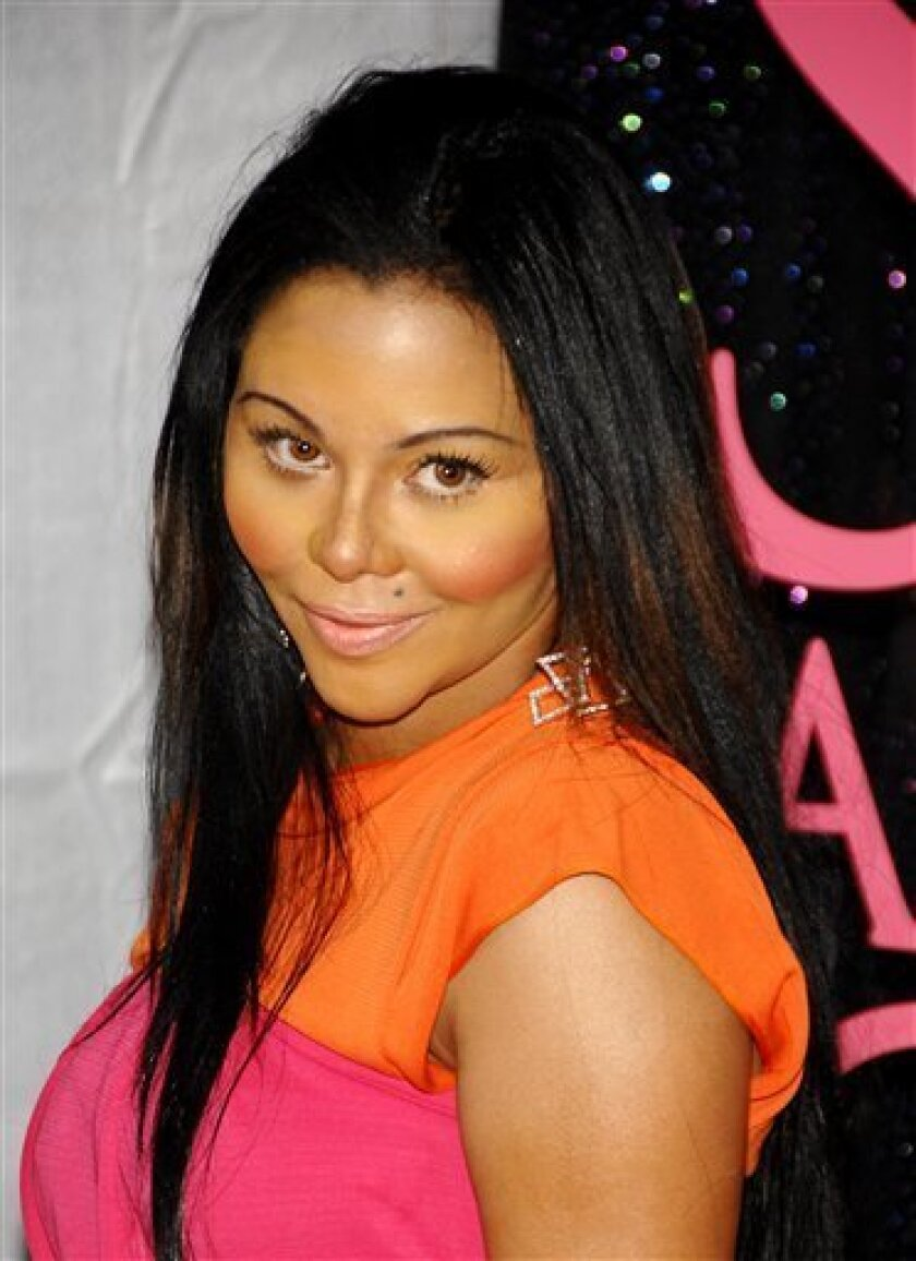 """In this May 27, 2008 file photo, hip-hop singer Lil Kim attends the premiere of """"Sex and the City"""" in New York. (AP Photo/Evan Agostini, file)"""