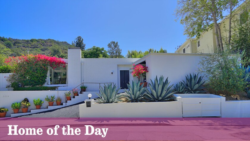 Home of the Day: Midcentury modern in Beverly Crest with photogenic qualities