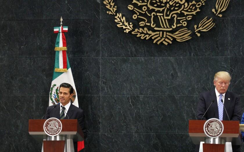 El mandatario mexicano Enrique Peña Nieto negó que no se discutiera la construcción del muro con Trump. EFE