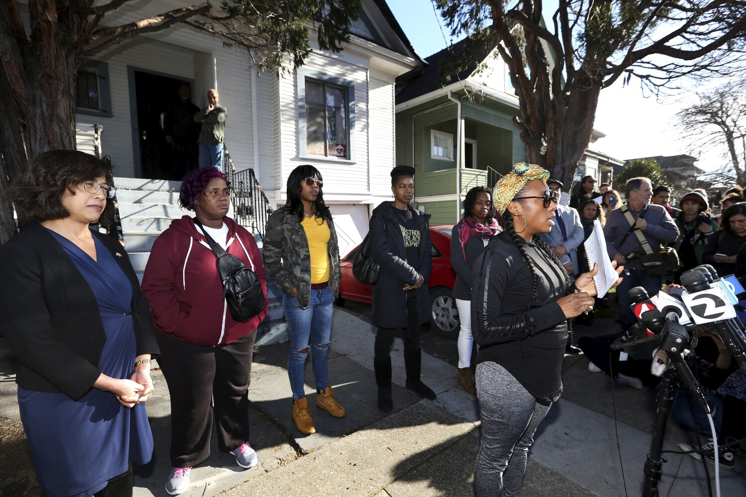 Moms squatting in home to protest Bay Area housing crisis are kicked out by deputies