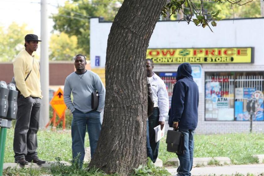Un grupo haitianos en las afueras del edificio del Salvation Army, en Windsor, Ontario, Canadá. EFE/ARCHIVO