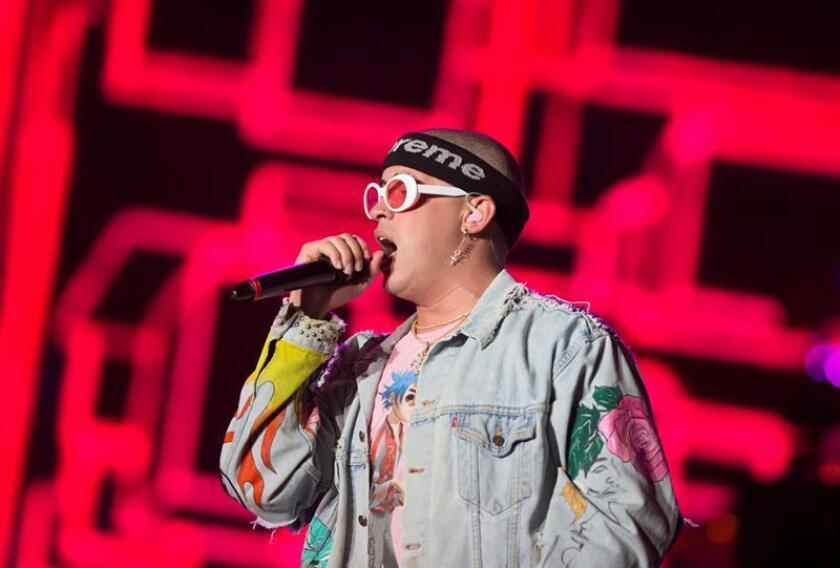 """El artista puertorriqueño Bad Bunny dice que """"todavía"""" no ha hecho su """"mejor música"""" y que a pesar del gran éxito que ha tenido en 2018, sigue """"anclado"""" a su familia y a su isla. EFE/Archivo"""