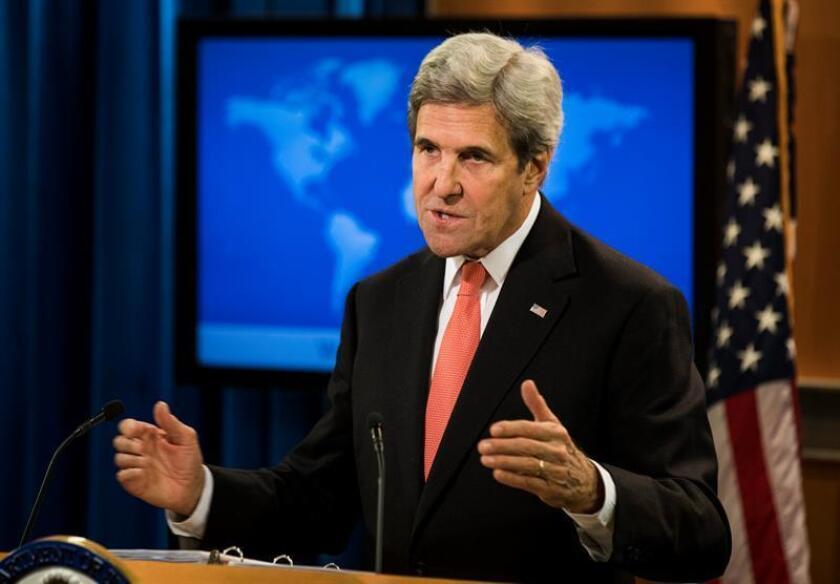 """El secretario de Estado de EE.UU., John Kerry, calificó hoy como """"inapropiado"""" que el presidente electo del país, Donald Trump, """"se inmiscuya"""" en la política de países extranjeros, refiriéndose a las recientes críticas del magnate sobre la política de la canciller alemana Angela Merkel. EFE/ARCHIVO"""