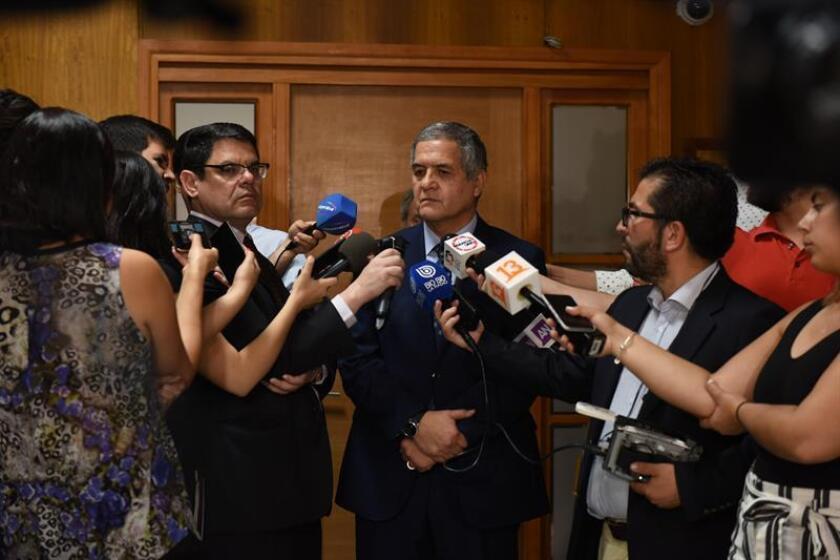 Handout photo provided by Chile's Supreme Court showing Special Judge Mario Carroza (C) speaking to reporters, Santiago, Chile, Nov. 9, 2018. EPA-EFE/Corte Suprema de Chile