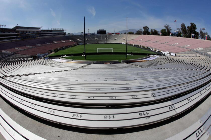 Fotografía del estadio Rose Bowl antes del entrenamiento de la selección Brasil hoy, viernes 3 de junio de 2016, en Pasadena (Ca, EE.UU.).