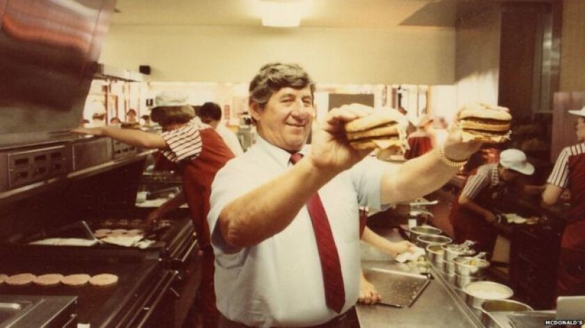 "Así describió la empresa de comidas rápida McDonald's a Michael ""Jim"" Delligatti, el hombre que inventó la famosa hamburguesa Big Mac y que falleció este lunes a los 98 años."